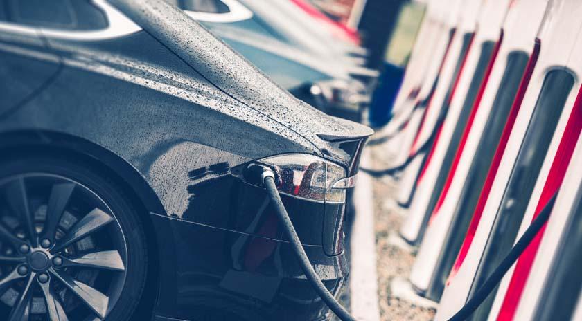 cual es la diferencia entre coche híbrido y coche eléctrico